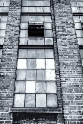 Windows, Livery Street